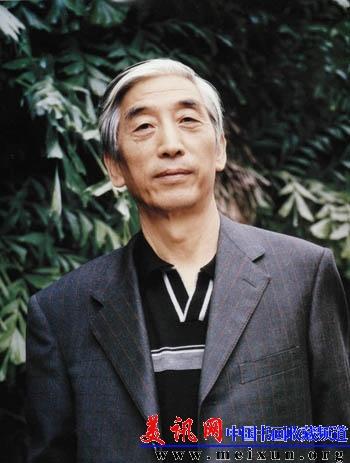 张海,一九四一年生,祖籍河南省偃师县,现任中国书法家协会主